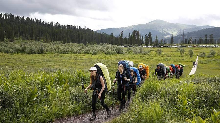 Туристы на территории природного парка Ергаки