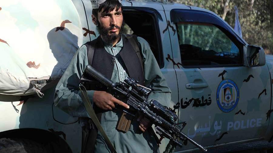 Сторонник движения «Талибан» (запрещено в РФ) в захваченном им Герате – третьем по величине городе Афганистана