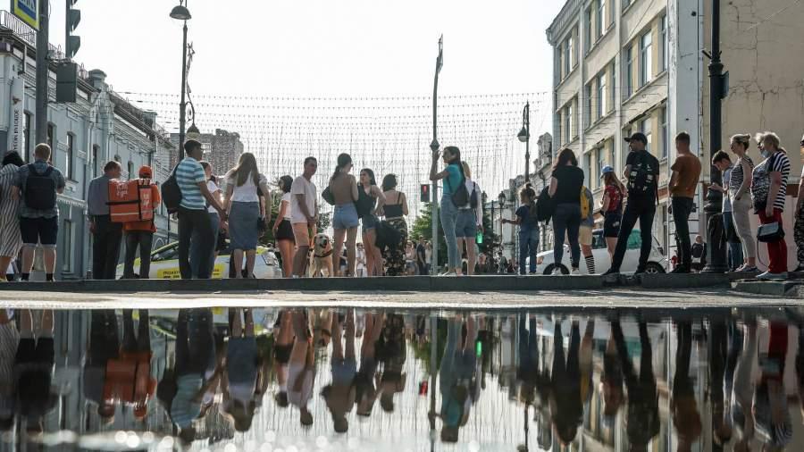 Люди на улице Владивостока