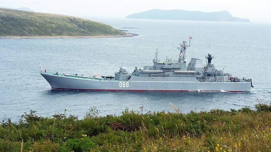 Большой десантный корабль «Ослабля» перед началом высадки десанта на берег мыса Клерка в рамках оперативно-стратегических учений