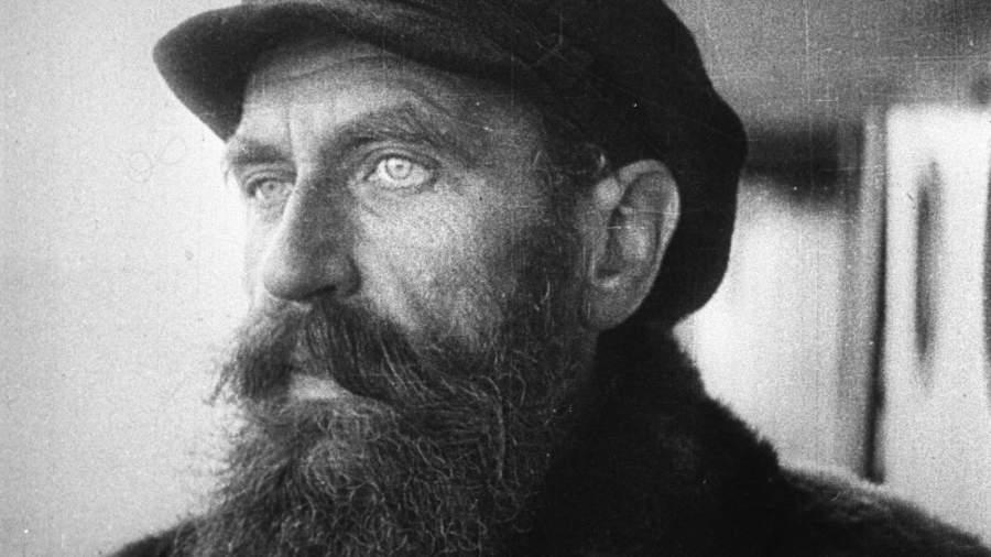 Отто Юльевич Шмидт (1891-1956) - исследователь Севера, руководитель арктической экспедиции на ледоколе «Челюскин». Кадр кинохроники, 1933 год