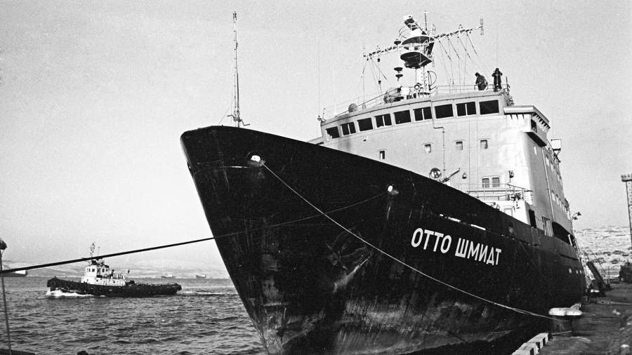 Океанографическое судно - ледокол «Отто Шмидт».