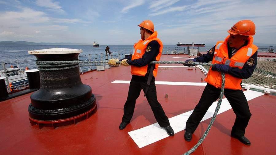 Швартовка на палубе тяжелого атомного ракетного крейсера «Петр Великий»