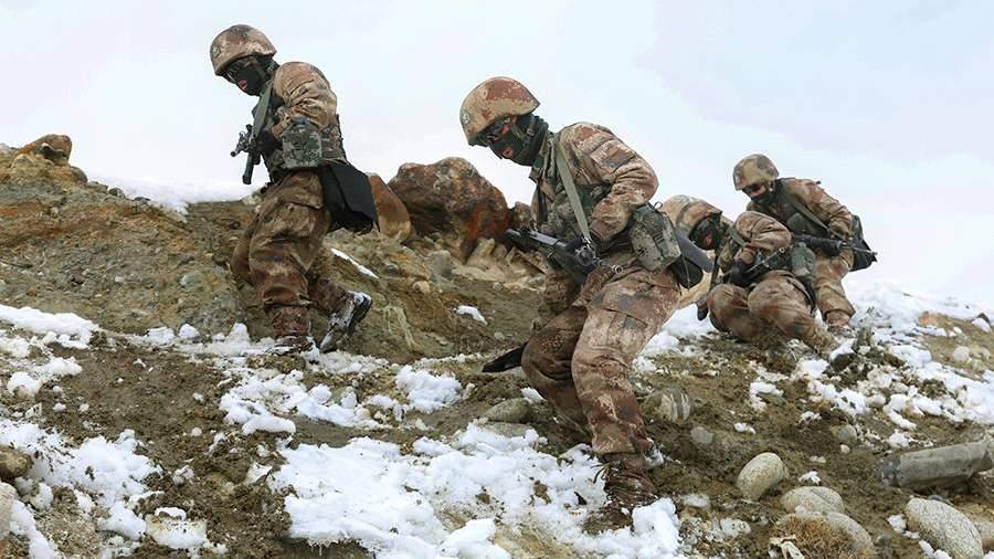 Патруль армии КНР в горах вприграничной зоне с Индией