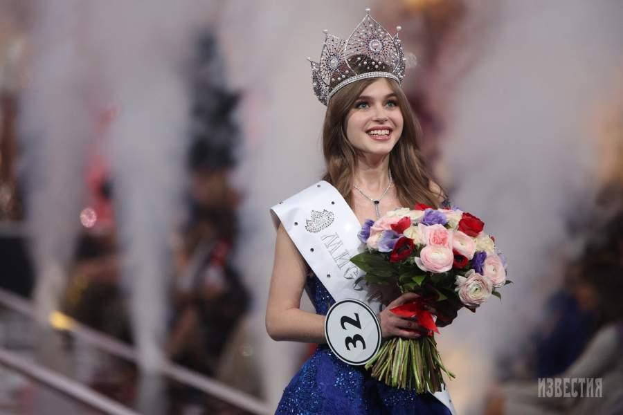 данном фото российских королев красоты поэтому решили заменить