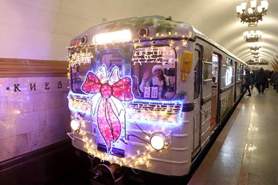 будем спокойно новогодний вагон в метро фото ведь это как